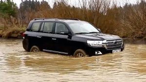 SUV场地项目越野PK 涉水环节大作战