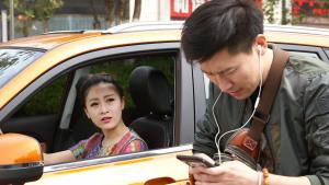 美女瞬间懵圈 凯翼X3自带WiFi屌丝蹭网
