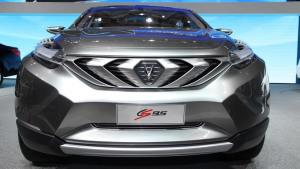 中型SUV长安CS95 配2.0T涡轮增压引擎