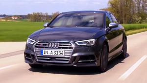 2016款奥迪S3轿车 采用双边四出排气