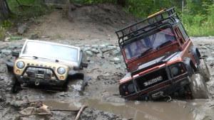 遥控车越野对决 Jeep牧马人战路虎卫士