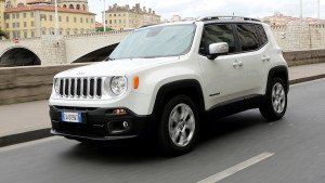 Jeep自由侠海外路试 城市驾驶灵活