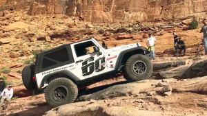 强行攀爬岩石山路 Jeep牧马人玩命越野