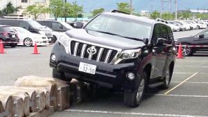全地形硬派SUV 丰田普拉多场地越野