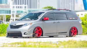 改装版丰田塞纳展示 车身高度随意升降