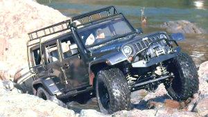 微观世界越野 Jeep牧马人穿越乱石堆