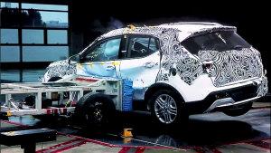 小型SUV东南DX3碰撞测试 安全配置丰富