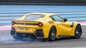 《Top Gear》主持人 试驾法拉利F12tdf