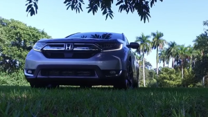 2017款本田CR-V 配大尺寸菱形进气格栅