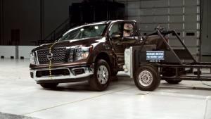 2017款日产Titan 驾驶室IIHS侧面碰撞
