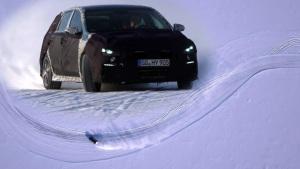 现代i30 N冰湖驰骋 大秀霸气S形漂移