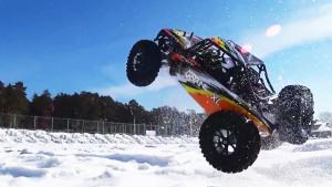 RC大脚遥控车极限越野 雪地激情翻滚