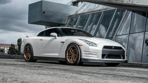 战神日产GT-R跑车 改装金色轮毂秀声浪