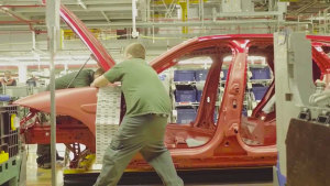 捷豹F-PACE出生地 欧洲最大铝钣金车间