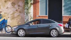 2017款福特福克斯 自动泊车放手停