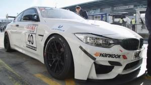 宝马M4 GT4赛车 采用大量碳纤维组件