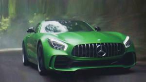 汉米尔顿携辣妹参演奔驰AMG GT R宣传片