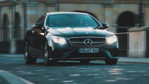 奔驰E级轿跑车  经典无边框车门设计
