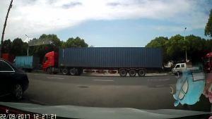 货车逆行,差点把我撞了