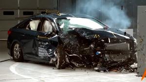 现代索纳塔乘客侧 IIHS正面25%碰撞