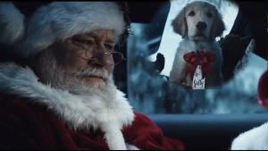奔驰创意 化身雪夜圣诞老人礼物车