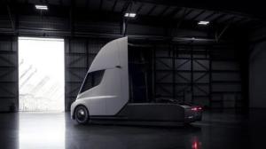 老板新买的特斯拉货柜车,上路了