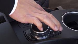 行驶中的BMW i3