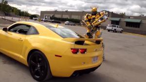 雪佛兰超级跑车遇到变形金刚大黄蜂20秒后全是霸气