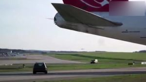 用汽车做波音747发动机推力试验,汽车简直是纸糊
