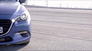 马自达3轿车 重新设计前脸部分