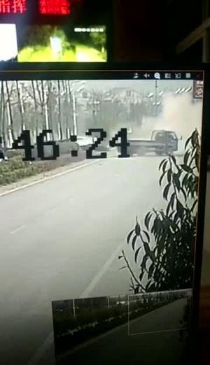 S3超速撞违规掉头货车