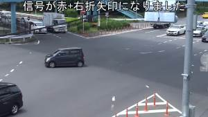 司机因为这样行驶被警察把他的驾驶执照马上被剥夺
