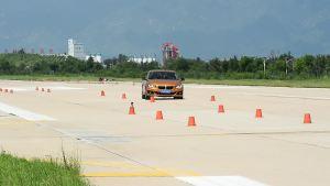 宝马125i超级评测紧急躲避障碍物测试