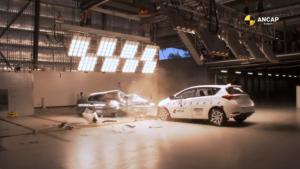 1998款丰田卡罗拉和2015款丰田卡罗拉对撞测试