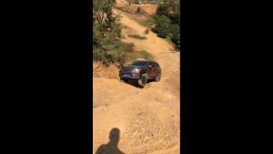 陡坡+交叉轴挡不住荣威RX8攀爬的脚步