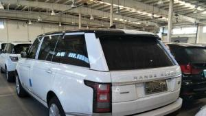 路虎揽胜行政HSE3.0,整体造型硬朗大气符合大型SUV