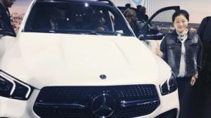 巴黎车展现场直击,王牌对王牌!奔驰GLE对比宝马X5!