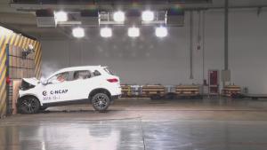 汽车正面碰撞安全性测试,哪辆车更加安全