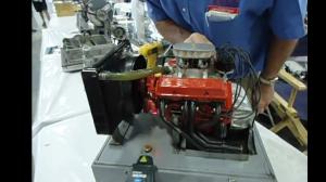 模型全比例还原雪佛兰 350 V8 发动机声浪!