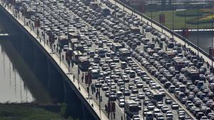 中国最严重的堵车:车龙排了135公里,车辆10天挪不动