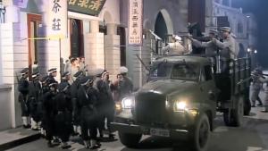 军长洗浴遇黑店,直接让部队在车上架枪扫射五分钟