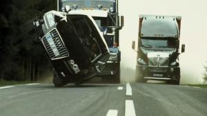 奔驰E350和奥迪A8谁更厉害?不防看看这段视频
