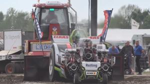 还是国外会玩,改装拖拉机参加比赛,这是多大排量?