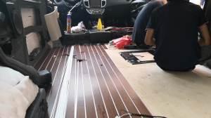 改个车:别克GL8内饰改装木地板手工拼接工艺,感受至臻之美!