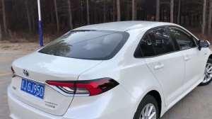 抢鲜看:全新一代丰田卡罗拉1.8L双擎后挡风玻璃