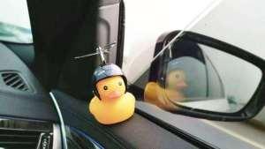 """车上装""""小黄鸭""""会不会被交警查?有车的都要看看,别吃亏了"""
