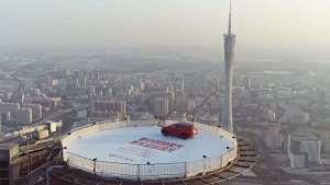 怎样把汽车开上广州IFC海拔450米高的停机坪?