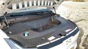 作为纯电动车,爱驰U5用前备箱证明身份,空间可放一个背包