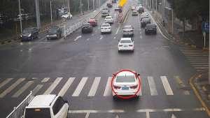 车子刚过停止线就变红灯,你遇到过吗,算不算闯红灯