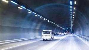 为什么老司机进隧道都不愿走右侧车道?原来大有学问